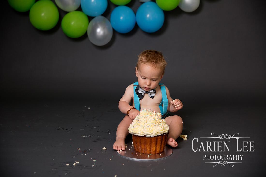 Cake Smash photography session for Kai-106